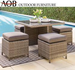 Hôtel moderne de patio du jardin en plein air en bordure de piscine 4 places en rotin Table en verre de salle à manger en osier et une chaise meubles