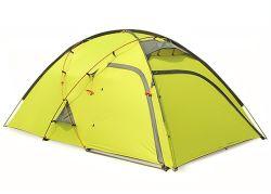 2 El hombre la carpa de camping al aire libre