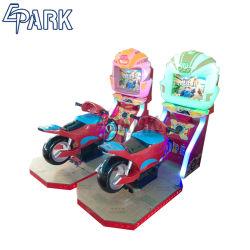 Java che corre il simulatore della vettura da corsa del gioco del motociclo dei giochi