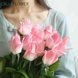 リアルタッチローズの結婚式のブーケは卸し売り人工的なローズの白い花を花束にする MW59999