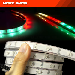 Strisce APP-Controllate dell'indicatore luminoso del LED per gli indicatori luminosi automatici LED di incandescenza ambientale esterna delle automobili con l'inseguimento del colore di supporto
