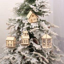 Hauptdekor wenig hölzernes Haus mit LED-heller Weihnachtsdekoration