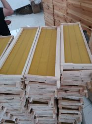 Bijenkorf houten frame met fundering