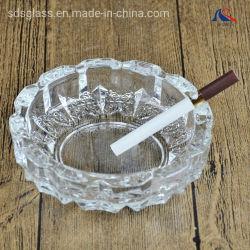 カスタムロゴの刻まれたクリスタルグラスの煙る灰皿
