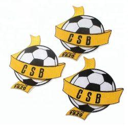 衣服のアクセサリメーカーはカスタムスポーツのためのフットボールクラブ名前のロゴの習慣によって刺繍されるパッチで縫う