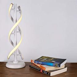 Diseño moderno forma S lámpara LED con chip y acabado en plata Lámpara de mesa lámpara de escritorio con cubierta de forma plástica