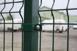 Suministro de fábrica en 3D recubierto de PVC malla de alambre doblado Triangular valla valla de jardín /valla de malla de alambre soldado /valla de seguridad