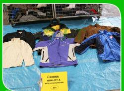 Cina fabbrica all'ingrosso caldo Vendere Abbigliamento usato Moda uomo T-Shirt Giacca sportiva in jeans di qualità AAA