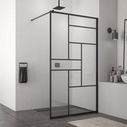 固定ガラスぬれた部屋のシャワー・カーテンの黒い歩行