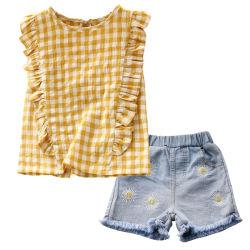 Малышей летом одежду установить втулку установки для дожигания Клетчатую Топс + подсолнечник джинсовые шорты экипировка повседневная одежда для детей из двух частей беспризорных детей одежды Esg14117 износа