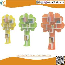 나무 디자인 선반을 분류하는 아이들 전시를 위한 나무로 되는 책꽂이