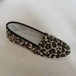 Slittamento del tessuto della tela di canapa del leopardo delle donne sul pattino di comodità del fannullone
