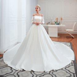 Elegante, sexy mancha fuera del tren de la Catedral de hombro vestido de novia una línea