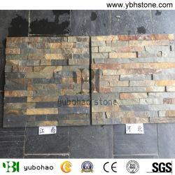 Rusty pizarra/chapa de la pared el revestimiento de piedra y suelos de baldosa