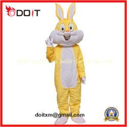 Желтый заяц мультфильм характера группа животных талисман костюм
