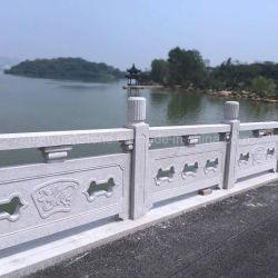 中国唐様式の天石門橋を切り出した石橋 テンプルガーデンの景観をデザインした、レール付きの装飾