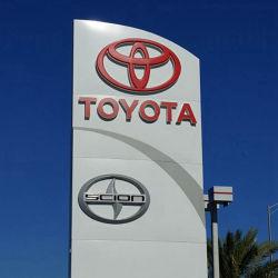 Im Freien Automobilauto-Firmenzeichen der signage-Anschlagtafel-LED, das Träger-Zeichen bekanntmacht
