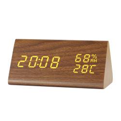 La température de l'humidité Kh-Wc008 Contrôleur numérique de la forme de triangle DEL d'alarme horloge de bureau en bois
