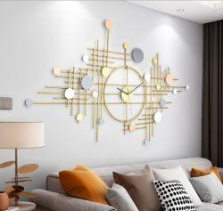 가정 훈장을%s 금속 시계와 잎 벽 예술