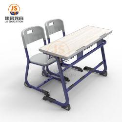 Suchen nach 2 Sitzschule-Klassenzimmer-Schreibtisch und Stühlen