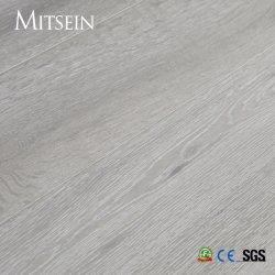 カシかライトによってブラシをかけられる見えないラッカーを塗られるか、または白いペンキに床を張る3つの層のカシ木