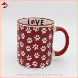 Logotipo do amor dentro da xícara de café em cerâmica com impressão personalizada