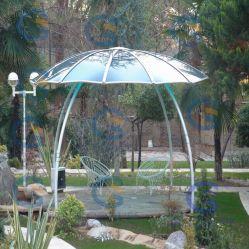 سقف من البوليكربونات في مقصورة الحديقة يغطي البلاستيك