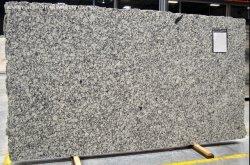 Bom preço branco/preto/castanho pedra natural da Índia Lajes de granito cinzento estrela de prata para cozinha fachada-de-banho e pavimentos