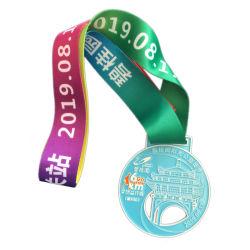 De zilveren Ronde Vorm Afgedrukte Medailles van de Toekenning van het Embleem met Blauw Lint