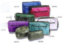 حقيبة من النايلون وحقيبة جلدية اصطناعية