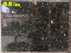 Emmerald Pearl Green Color Natural Stone Granite Polished Cut-to-Size タイル 壁の床のクラッドの装飾のプロジェクトのため / 台所上 / 虚栄心の上