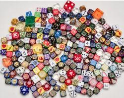 カスタムアクリルのダイスかボードゲームの習慣のコンポーネント
