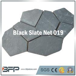 مادة طبيعية في الهواء الطلق ذات لوح أسود من الحجر الأسود مكشوف بالحديقة الطبيعية