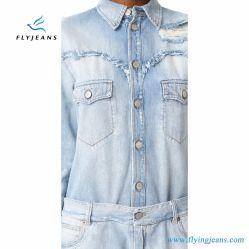 Senhora lavagem Light-Colored Denim com camisa de manga longa por voar jeans azul claro