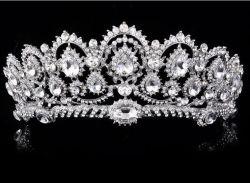 Weiße handgemachte Form-Schmucksache-Haar-Kristallzubehör, die Tiara Wedding sind