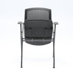 メモ帳が付いている顧客用スタック会合の会議のトレーニングの椅子