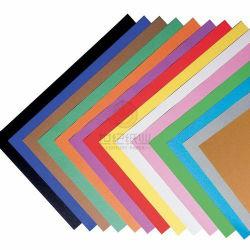 Le collecteur du papier avec beaucoup de couleurs