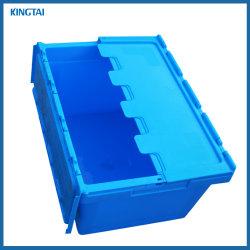 Moviendo la caja de plástico de almacenamiento de productos