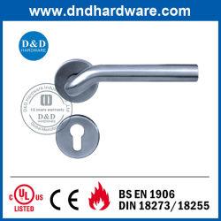 La quincaillerie de porte de haute qualité pour les meubles de la poignée creuse (DDTH015)