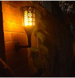 Les flammes de Noël de torches Outdoor lumière solaire