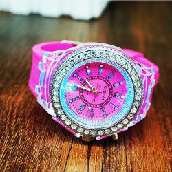 Het nieuwste Hete Lichte Silicone Van uitstekende kwaliteit Wristwatch#V795 van het Kristal van de Manier van de Luxe van de Verkoop Deisgn