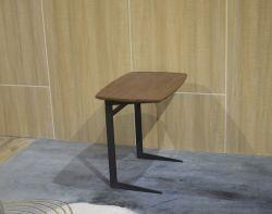 Form-Metallwohnzimmer-Möbel, die frei hölzernen seitlichen Tisch abgleichen