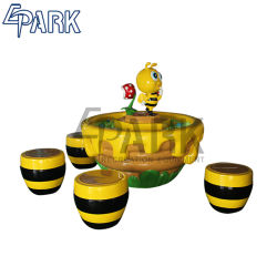 屋内子供のゲームのスズメバチの砂表か屋内運動場の遊園地の子供のゲームの蜂の砂表