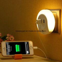 Schließen Sie Nachtlicht, Dusk-to-Dawn Sensor LED-Nachtleuchten, 5 V 2 A Dual USB-Wandladegerät Nachtleuchte, steckbare Wandleuchte Esg10447 An