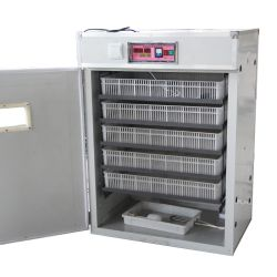 Gebildet China-Ausbrütung-Ei-große Inkubatoren Hatcher in der automatischen großen Huhn-Ei-Inkubator-Maschine
