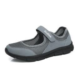 Hellosportのカスタム女性の歩く通気性の快適な適性の動揺のプラットホームは網によって穴を開けられるポンプ振動のウェッジの靴をくり抜く