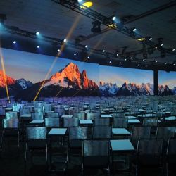 P1.25監視卓映画館または展覧会のための屋内フルカラーHD LED小さいピクセルピッチ表示かスクリーン