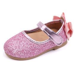 熱い販売の反滑り易い革子供の靴のライト級選手は夏の女の子の靴をからかう