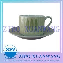 Forme droite Tasse et soucoupe en céramique définie avec l'impression de feuilles vertes et de la tasse de café en céramique ensemble de la plaque