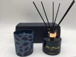 Duftende Kerze mit Reeddiffuser (zerstäuber) stellt Abziehbild-Dekor auf Geschenk-Kasten für Hauptduft ein